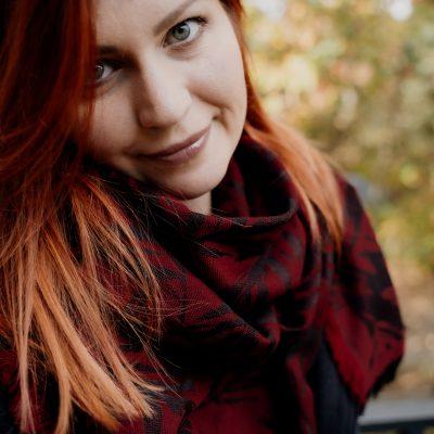 OLIVE SCARF – RED/BLACK